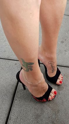 2019 Looking for some unique splendid anklet, well no worries, we have huge collection of exquisite anklets fashion accessories for every occasion Sexy High Heels, Sexy Legs And Heels, Hot Heels, Beautiful Toes, Beautiful High Heels, Pies Sexy, Sexy Zehen, Sexy Toes, Female Feet