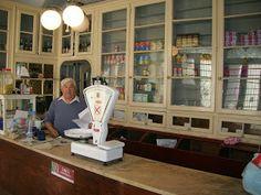 MERCEARIA GARCIA ANTUNES - FIGUEIRA DA FOZ Old Country Stores, Portugal Travel, General Store, Grocery Store, Vintage Photos, The Neighbourhood, Fun Art, Design, Childhood Memories