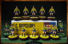 F.C. Barcelona Away 1976-77 Subbuteo original HW figures on Replay Superclassic bases hand-painted inspired by the style and colours of vintage Subbuteo teams.