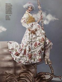 "kculturefashion:  ""Once Upon A Time"" byKang Hyea Won Vogue Korea June 2014 Model: Song So Hee                                                                                                                                                      もっと見る"