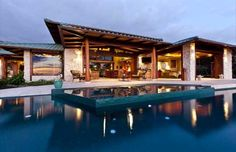 luxury beach home in Hawaii! I would NEVER wanna leave!