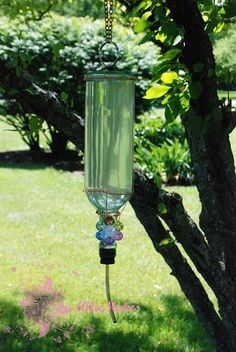 Wine Bottle Hummingbird Feeder: What a cool idea using your old wine bottles, copper wire and tubing. Save money by making your own hummingbird solution using water and sugar. Sit back and enjoy the birds! Wine Craft, Wine Bottle Crafts, Bottle Art, Glass Bottle, Beer Bottle, Diy Bottle, Bottle Opener, Empty Wine Bottles, Bottles And Jars