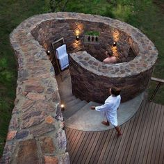 The best outdoor shower I've seen!! @mhondoro_game_lodge in Limpopo South Africa has viewing windows in their beautiful outdoor showers which overlooks the waterhole. So, even when showering you're not missing out on taking in the surrounds! #outdoorshower #africandecor