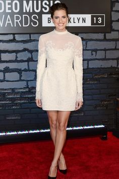 MTV Video Music Awards, Brooklyn – August 25 2013  Allison Williams in a Valentino dress with Christian Louboutin heels.