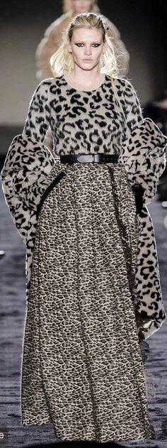 Max Mara Fall-winter - Ready-to-Wear Formal Smart Casual, Look Casual, Casual Chic, Max Mara, Animal Print Fashion, Fashion Prints, Fashion Design, Animal Prints, Autumn Winter Fashion