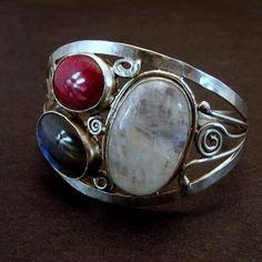 THREE COLOURS - silver cuff bracelet with gemstones - artist: Beata Narkiewicz-Sas Silver Filigree, Silver Cuff, Crochet Rope, Labradorite, Cuff Bracelets, Gemstones, Beads, Rings, Cuffs