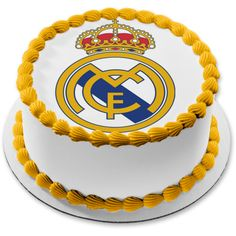 Bolo Real Madrid, Logo Del Real Madrid, Birthday Sheet Cakes, Birthday Cake Toppers, Birthday Places, Cupcake Cakes, Cupcakes, Edible Cake Toppers, Cakes For Boys