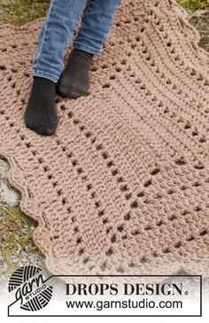 "FREE Crochet DROPS rug in ""Polaris"". ~ This would be a cute Striped rug or at polka dots after!"