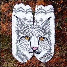 Ravelry: Lovis the Lynx mittens pattern by JennyPenny Knitted Mittens Pattern, Crochet Mittens, Knitted Gloves, Knit Crochet, Crochet Hats, Knitting Charts, Knitting Stitches, Knitting Socks, Knitting Patterns