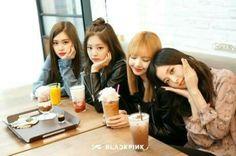 gambar blackpink, rose, and jennie Kim Jennie, Kpop Girl Groups, Korean Girl Groups, Kpop Girls, Divas, Bts Blackpink, Jimin, Blackpink Jisoo, Yg Entertainment