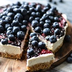 Icelandic Skyr & Blueberry Cake - Try a lighter and healthier cheese cake. This skyr-cake is filled with protein-rich. low fat yoghurt and has a rich + lovely taste. Just Desserts, Delicious Desserts, Dessert Recipes, Yummy Food, Cheesecake Recipes, Blueberry Cake, Blueberry Recipes, Blueberry Cheesecake, Slow Cooker Desserts