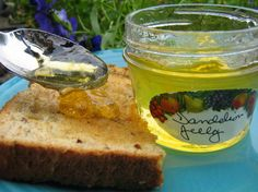 Dandelion Bread recipe  2 cups flour 2 teaspoons baking powder 1⁄2 teaspoon salt 1 cup dandelion flowers 1⁄4 cup canola oil 4 tablespoons honey 1 egg 1 1⁄2 cups milk Dandelion Bread Recipe, Dandelion Jelly, Sun Tea, Jelly Jars, Wild Edibles, Vanilla Flavoring, Vanilla Sugar, Jelly Recipes, Home Canning
