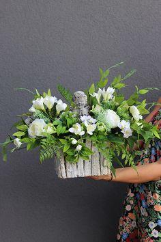 Anioł wiązanka / dekoracja nagrobna, wym.42x61cm - tendom.pl Church Flower Arrangements, Beautiful Flower Arrangements, Floral Arrangements, Beautiful Flowers, Funeral Flowers, Black Flowers, Flower Boxes, Ikebana, Flower Art