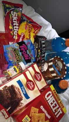 Frito-Lay and Quaker Lunch Box Builder, Variety Box of Chips, Snacks, and Chewy Bars, 50 Count Mix - Good Snack Shack Junk Food Snacks, Snacks Dishes, I Love Food, Good Food, Yummy Food, Chicken Curry, Sleepover Snacks, Girl Sleepover, Food Goals