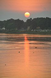 Puesta de sol en Bangui                                                       …