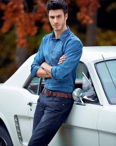 Una camisa tipo mezclilla para un look casual y formal a la vez  #EstiloTriples