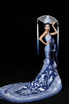 Guo Pei Couture {Blue & White Chinoiserie porcelain inspired dress}