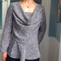 Blouse from Vogue V8873 in a viscose fabric. I lowered the armholes by 1cm and add a 16cm peplum at the bust from the skirt pattern. Find other handmade clothes on my Instagram account couture_in_love