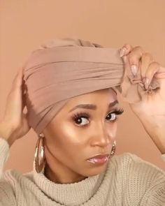 Head Scarf, Bandana and Bow Hairstyle Head scarf and Bow accessories are super fun to play with! Headscarf tying hairstyles add the cutest hair accessory to any look! Try this boho style! Hair Scarf Styles, Curly Hair Styles, Hijab Styles, Bandana Styles, Scarf Hairstyles, Braided Hairstyles, Ball Hairstyles, Hairstyles Videos, Natural Hairstyles