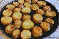 Cartofi prajiti la cuptor cu cimbru și mujdei   Savori Urbane Romanian Food, Pretzel Bites, Carne, Deserts, Muffin, Bread, Breakfast, Honey, Salads