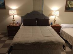 Robertson Villa Studio Suite with Full Kitchen - Guesthouses for Rent in Chowchilla, California, United States Yosemite Lodging, West Side, Queen Beds, Sofa Bed, Lodges, Villa, Park, Studio, Room