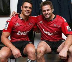 Richie Mccaw Photos - Dan Carter (L) and Richie McCaw (R) of the Crusaders pose after the round 13 Super Rugby match between the Crusaders and the Reds at AMI Stadium on May 2015 in Christchurch, New Zealand. - Super Rugby Rd 13 - Crusaders v Reds World Cup Champions, Rugby World Cup, Canterbury Crusaders, Richie Mccaw, Dan Carter, International Rugby, All Blacks Rugby, I Got You Babe, Super Rugby