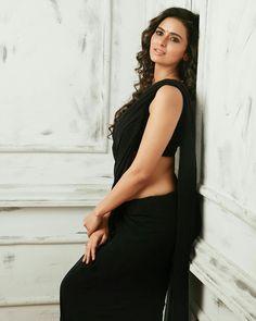 Exclusive stunning photos of beautiful Indian models and actresses in saree. Black Saree, Saree Look, Latest Sarees, Indian Beauty Saree, Indian Sarees, Stunning Women, Indian Models, Beautiful Saree, Beautiful Gorgeous