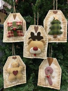 Primitive Christmas Ornaments, Snowman Christmas Decorations, Christmas Ornament Crafts, Christmas Gift Tags, Felt Ornaments, Christmas Projects, Handmade Christmas, Holiday Crafts, Christmas Holidays