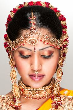 Beautiful Girl Indian, Beautiful Saree, Beautiful Indian Actress, Beautiful Bride, Beautiful Women, Anushka Photos, Bengali Bridal Makeup, Photography Poses Women, India Beauty
