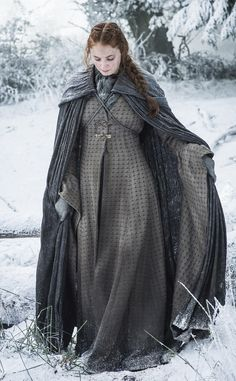 Game of Thrones Season 6 First Look: Check Out New Pics Sophie Turner as Sansa Stark Costumes Game Of Thrones, Game Of Thrones Dress, Game Of Thrones Tv, Game Of Thrones Clothing, Valar Morghulis, Valar Dohaeris, Sansa Stark Season 6, Making Game Of Thrones, Game Of Thrones Saison