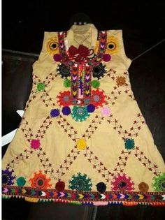 Kurti Embroidery Design, Embroidery Dress, Hand Embroidery, Afghan Clothes, Afghan Dresses, Balochi Dress, Frill Dress, Sindhi Dress, Stylish Dress Book