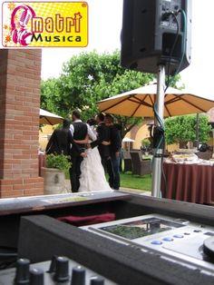 aperitif outdoor with bride and groom