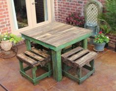 Farmhouse Style Pallet Breakfast Table