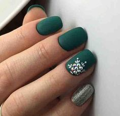 Elegant Emerald Green Nails Designs For You Matte Emerald Green Nails;easy designs for short nails; Chic Nail Designs, Green Nail Designs, New Nail Designs, Winter Nail Designs, Short Nail Designs, Simple Nail Designs, Easy Designs, Nail Art Vert, Design Ongles Courts