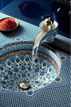 #kavador #kavadorgirl #luxury #jewelry  #diamonds #remarkable #intricate #design #sink #blue #pattern #india