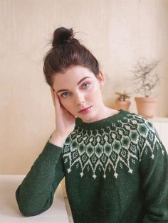 Ideas For Crochet Sweater Fashion Style Fair Isle Knitting Patterns, Knitting Designs, Knit Patterns, Fair Isle Pattern, Knitwear Fashion, Sweater Fashion, Crochet Baby Cocoon, Knit Crochet, Icelandic Sweaters