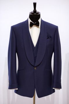 This blue wool and mohair blended cocktail suit demonstrates perfectly the beautiful sweeping lines of Chester Barrie's house style. The turn-back cuffs on the coat are also a lovely touch. #mens #fashion #suit