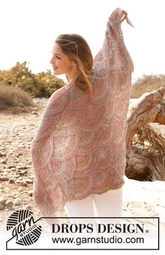 "Knitted DROPS shawl in garter st with fan pattern in ""Fabel"". ~ DROPS Design"