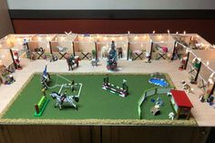 Toy Horse Stable, Play Horse, Schleich Horses Stable, Horse Stables, Horse Farms, Diy Horse Toys, Horse Crafts, Diy Arts And Crafts, Horses