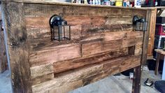 Pallet Wood Headboard with Coach Lights and a Recessed Shelf - How . Pallet Wood Headboard with Co Diy Pallet Sofa, Pallet Shelves, Diy Pallet Projects, Wood Projects, Fun Projects, Diy Headboard With Lights, Headboard With Shelves, Recycled Pallets, Wooden Pallets