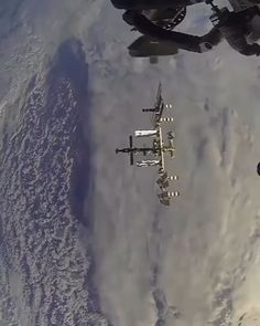 Timelapse of the Soyuz spacecraft docking with the International Space Station. Space And Astronomy, Astronomy Crafts, Astronomy Quotes, Astronomy Tattoo, Hubble Space, Sonda Curiosity, Cosmos, Nasa Space Program, Space Shuttle