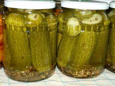 Hozzávaló  1 db 720 ml-s üveghez    apró uborka  víz  0,5 dl 10 % -s ecet  2 ek cukor  1 tk só  1 -2 db babérlevél  1 mk koriander mag  1... Pickles, Cucumber, Mason Jars, Cukor, Food, Automata, Cilantro, Essen, Mason Jar