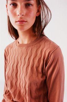 Sophie d'Hoore S/S 2014 @ van Dijk www. Knitting Paterns, Knitting Designs, Knitting Yarn, Knitwear Fashion, Knit Fashion, Seasonal Color Analysis, One Clothing, Cardigan Pattern, Sweater Design