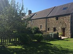 Charmantes+Haus+aus+Steinen+der+Region+++Ferienhaus in Avranches Charming House, Cottage, Exterior, Country, House Styles, Plants, Parking Space, Smoking, Farmhouse