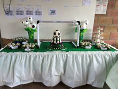 Soccer sweet table Soccer Room, Lathe Chuck, Football Birthday, Soccer Party, Shop House Plans, Decorating With Pictures, Baby Gender, Birthday Parties, Sweet Tables
