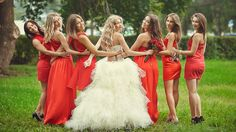 Beautiful bridesmaid dresses: photo, fashion, wedding fashion trends - All Lady's Here Beautiful Bridesmaid Dresses, Beautiful Dresses, Wedding Dresses, Wedding Group Photos, Night Time Wedding, Daytime Wedding, Get Dressed, Getting Married, Wedding Styles