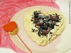 Pavlova com iogurte, chocolate e frutos vermelhos