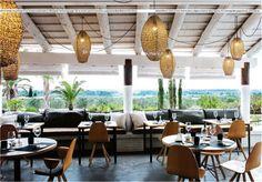 #outdoor #restaurant # lightings Diner dedans dehors, dans un environnement qui donne des envies de vacances...