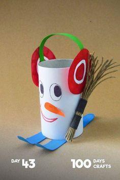 winter artwork - roll of paper - Lingerie Winter Crafts For Kids, Winter Kids, Diy For Kids, Toilet Roll Craft, Toilet Paper Roll Crafts, Snowman Crafts, Holiday Crafts, Toddler Crafts, Preschool Crafts