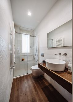 Home Decor Apartment .Home Decor Apartment Small Bathroom Renovations, Bathroom Design Small, Bathroom Layout, Bathroom Interior, Narrow Bathroom, Modern Bathroom, Small Bathtub, Trendy Home, Beautiful Bathrooms